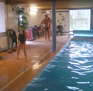 Gites de renuamont 3 huisjes met een uitzonderlijke for Chalet a louer avec piscine intrieure